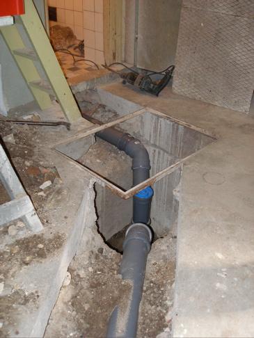 Illaluktande avlopp toalett